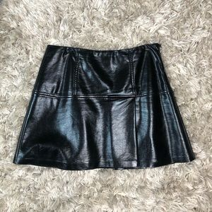 Guess pleated pleather skirt